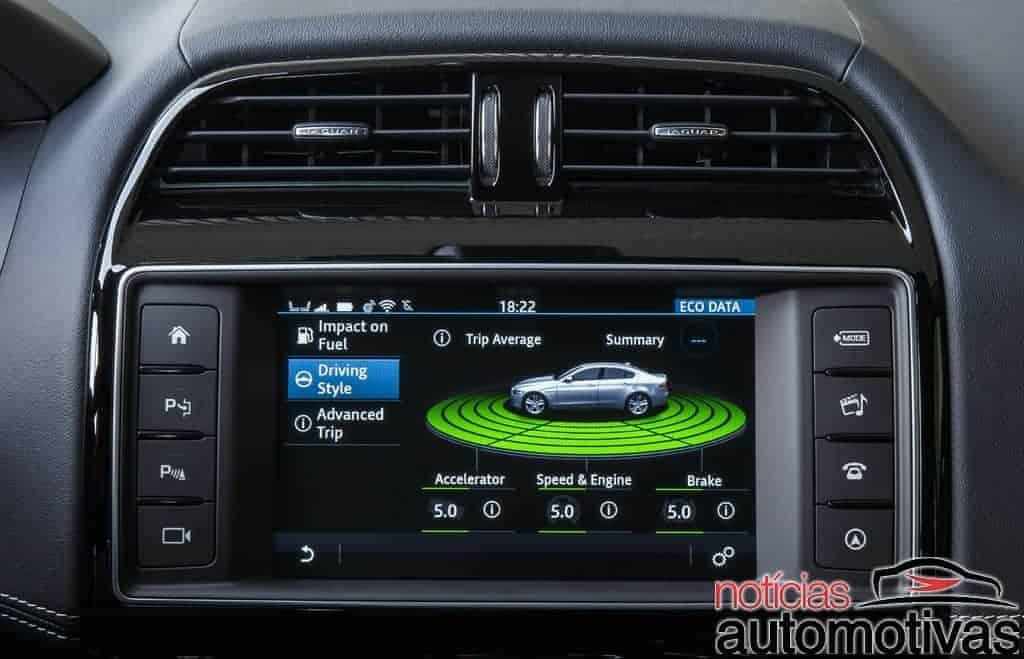Jaguar_XE_multimidia-NA-7 Jaguar XE entrega luxo, mas aposta também em revisões fixas, recompra e seguro mais barato