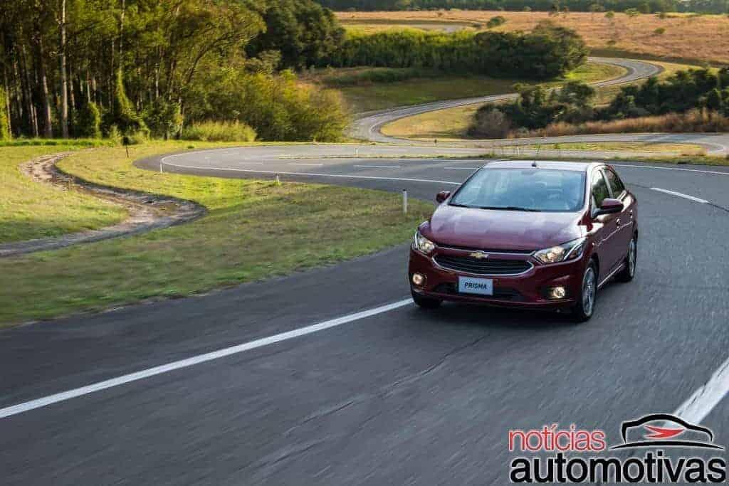 chevrolet-onix-prisma-2017-NA-84-700x467 Novo Chevrolet Onix 2017 e Novo Prisma 2017: Dupla da GM se renova e parte de R$ 44.890 e R$ 53.690