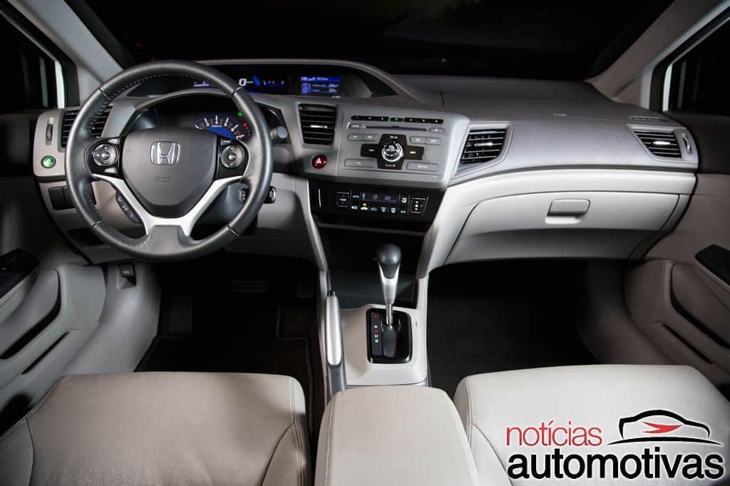 comparativo-novo-corolla-vs-civic-37 Duelo vermelho e branco: Entre Novo Corolla e Civic, qual se dá melhor?