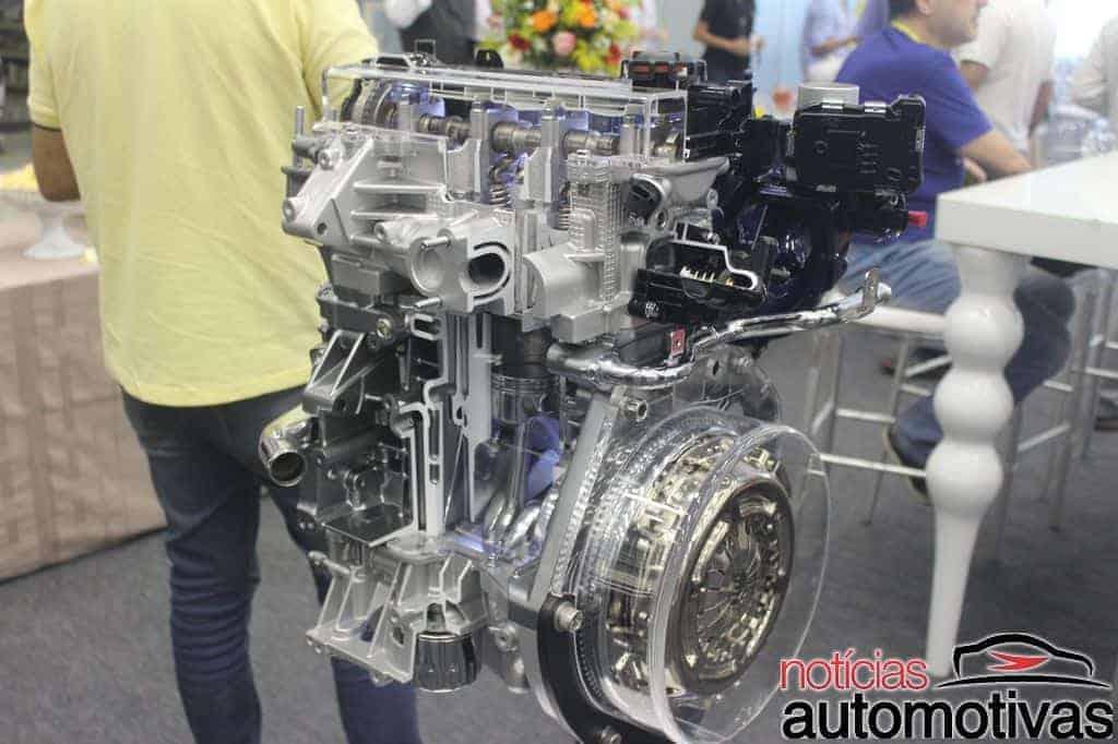 fiat-uno-2017-apresentação-NA-8 Fiat Uno 2017 chega com novos motores 1.0 e 1.3, mais segurança e preços a partir de R$ 41.840