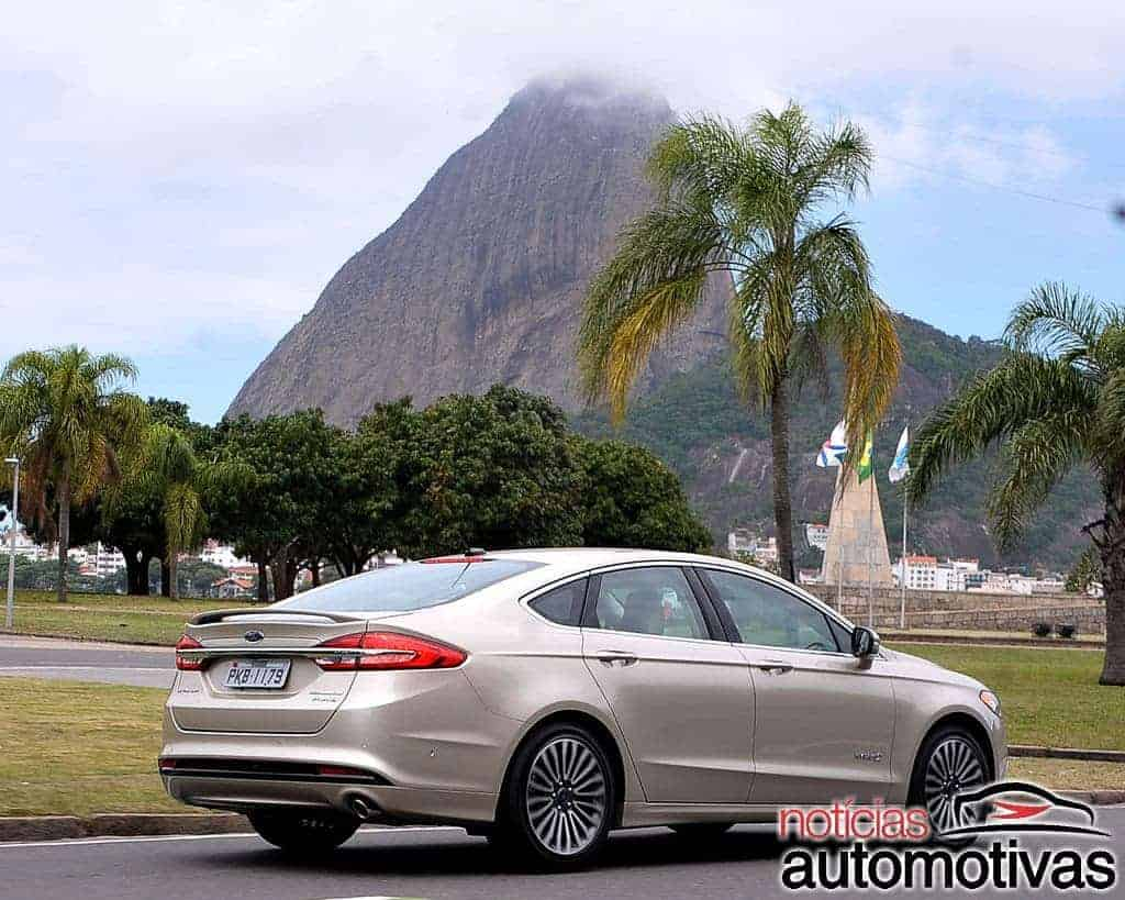 ford-fusion-hybrid-2017-NA-16