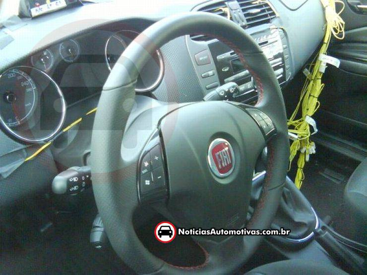 Fiat 500 Exclusivo: Unidades do Fiat 500 Abarth dentro da Fiat, e interior do Bravo de testes