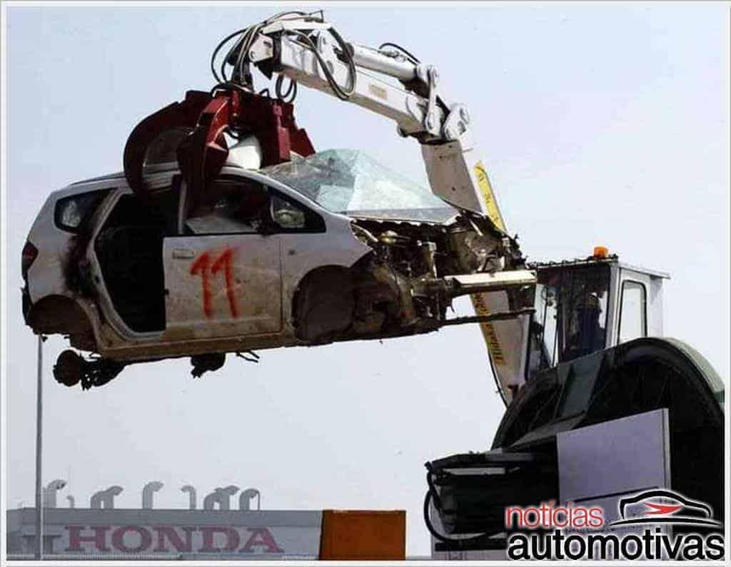 aston-martin-destruidos Por que carros novos são destruídos?