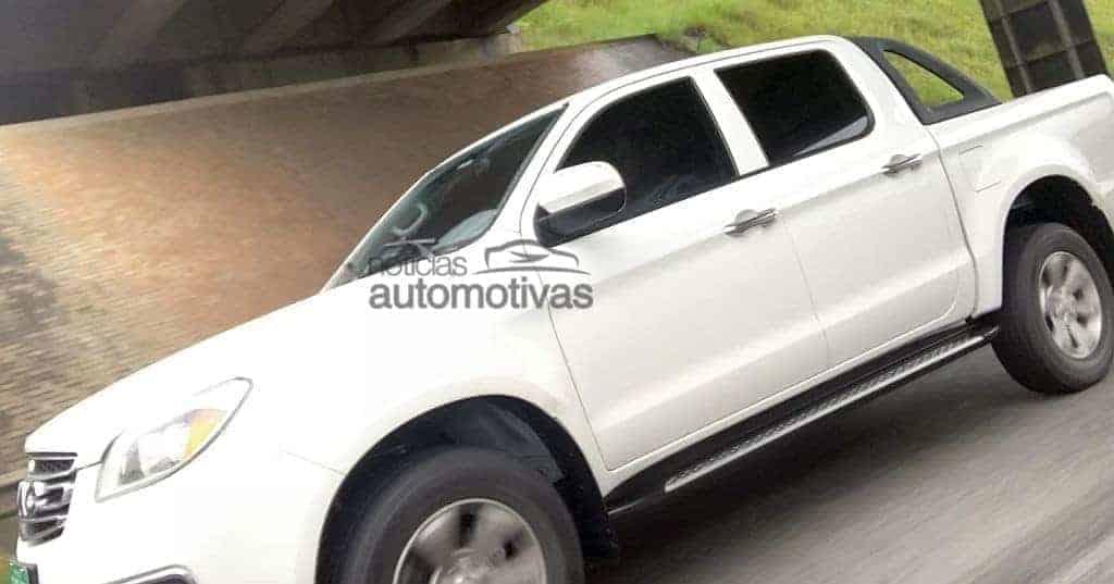 jac-picape-flagra-1 Picape média da JAC Motors é flagrada em testes no Brasil