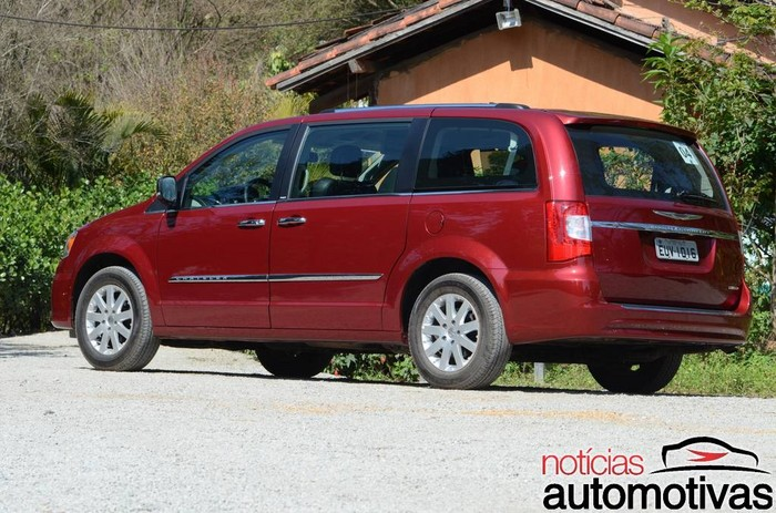 kia-carnival-x-chrysler-town&country-4