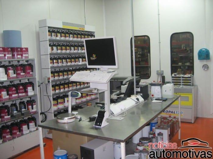 laboratorio-tinta-700x525 Funilaria e pintura: dicas para encontrar uma boa oficina de reparação