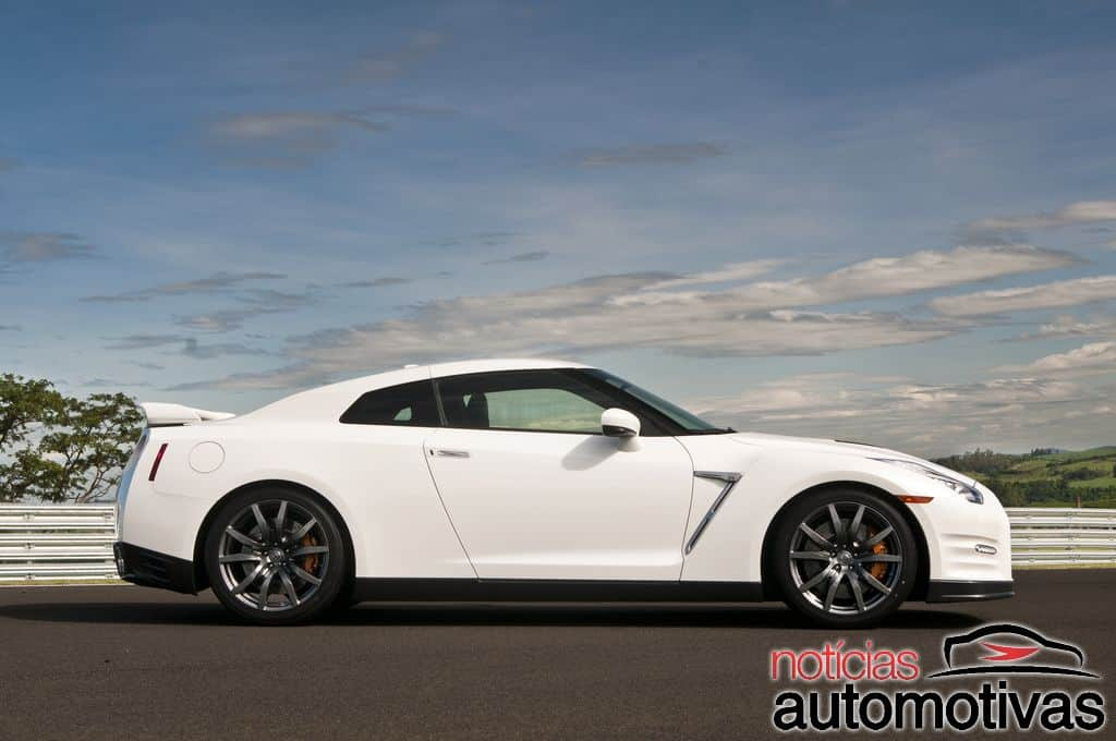 nissan-gt-r-2015-NA-12