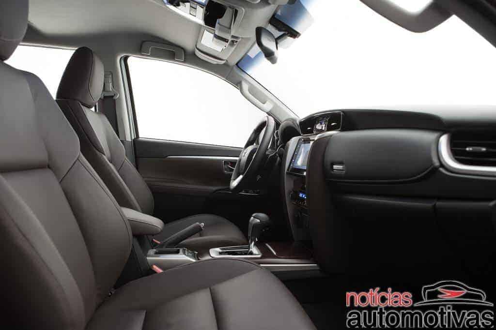 nova-toyota-sw4-2016-NA-1-700x466 Toyota SW4 2016 chega completamente renovada e com preços a partir de R$ 205.000
