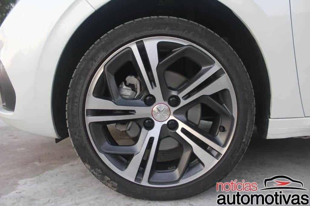 peugeot-208-gt-avaliação-NA-9 Avaliação: Peugeot 208 GT entrega performance e beleza