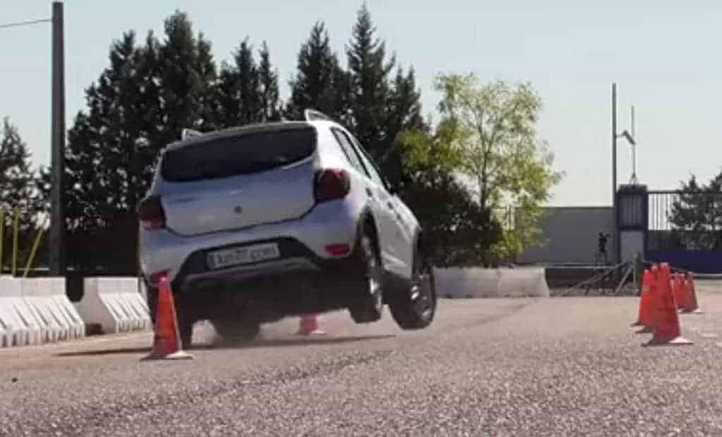 Renault Sandero Stepway decepciona em teste do alce na Europa