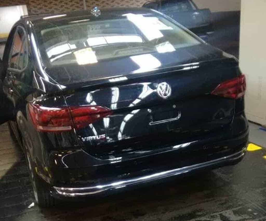 Volkswagen Virtus 2018, sedã do Polo, é flagrado totalmente sem camuflagem